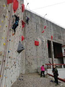 Mænd klatre på Muren.