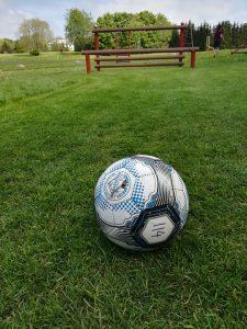 Fodbold klar på fodboldgolfbanen på hul nr. 9